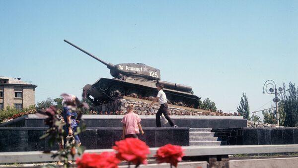 Танк-памятник Т-34 в Тирасполе. Архивное фото