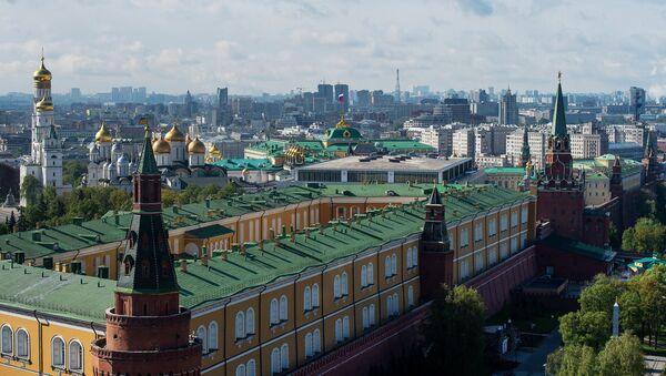 Вид на башни Московского Кремля, Успенский и Архангельский соборы, колокольню Ивана Великого