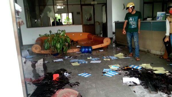 Офис сталелитейного завода Formosa Plastics Group во Вьетнаме, разрушенный в результате антикитайских протестов