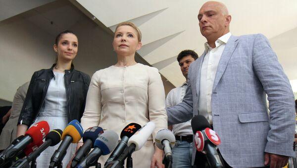 Кандидат в президенты Украины, лидер партии Батькивщина Юлия Тимошенко с супругом Александром Тимошенко и дочерью Евгенией. Архивное фото