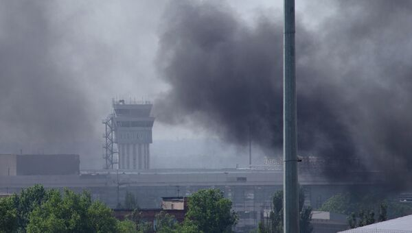 Международный аэропорт Донецка после обстрела. Архивное фото