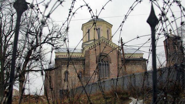 Полуразрушенный и сожженный изнутри сербский православный храм
