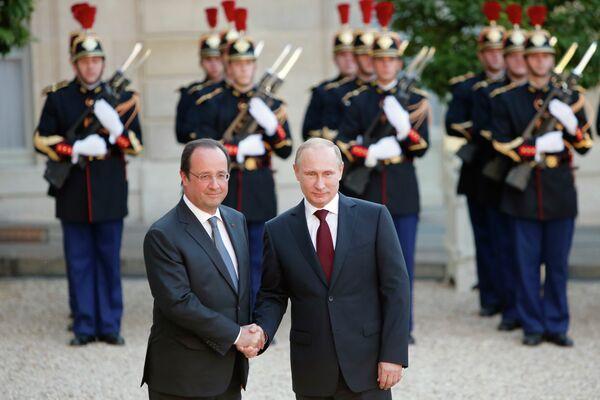Президент Франции Франсуа Олланд и президент России Владимир Путин на мероприятии по случаю 70-летия высадки союзников в Нормандии