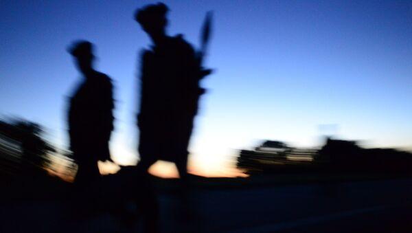 Бойцы ополчения Луганской народной республики на окраине Луганска. Архивное фото