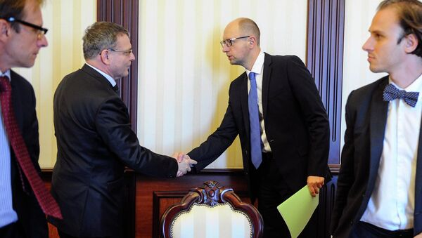 Глава МИД Чехии Любомир Заоралек встретился в Киеве с и.о. премьер-министра Украины Арсением Яценюком.