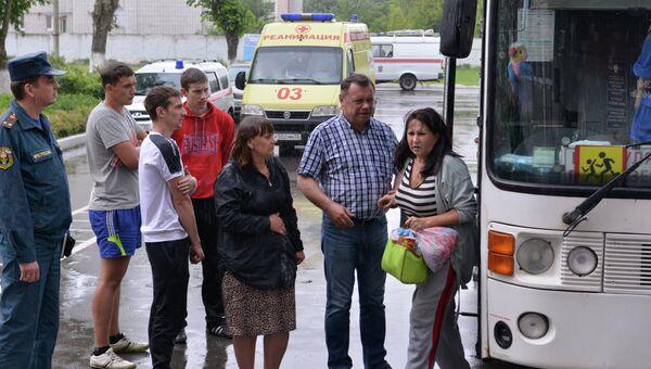 Автобус с беженцами, архивное фото
