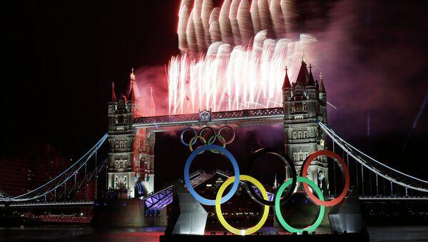 Тауэрский мост в Лондоне во время Олимпиады 2012 года. Архивное фото