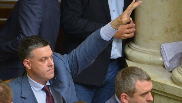 Лидер националистической партии Свобода Олег Тягнибок на заседании Рады . Архивное фото