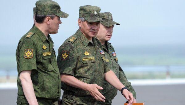 Начальник Генерального штаба Вооруженных сил РФ Валерий Герасимов и министр обороны РФ Сергей Шойгу на полигоне Чебаркуль