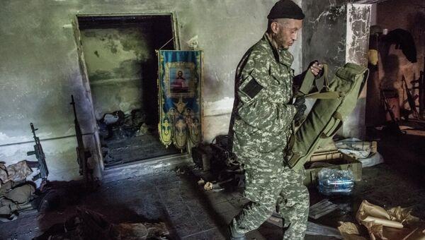 Отряд бойцов ополчения на своей базе. Под поселком Николаевка возле Славянска идут бои с украинской армией