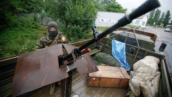 Боец батальона Восток на КПП в Донецке