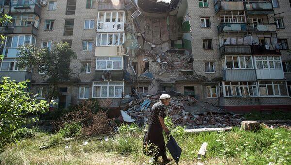 Пострадавший от обстрелов Украинскими военными дом в Славянске