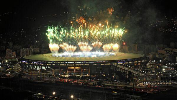 Фейерверк над стадионом Маракана по окончании финального матча между сборными Германии и Аргентины. Архивное фото