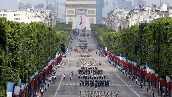 Военный парад на Елисейских полях в Париже. Архивное фото