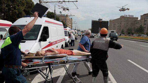 Спасательные работы возле московского метро, где произошло ЧП. Архивное фото