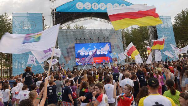Участники Всероссийского молодежного форума Селигер-2014. Архивное фото