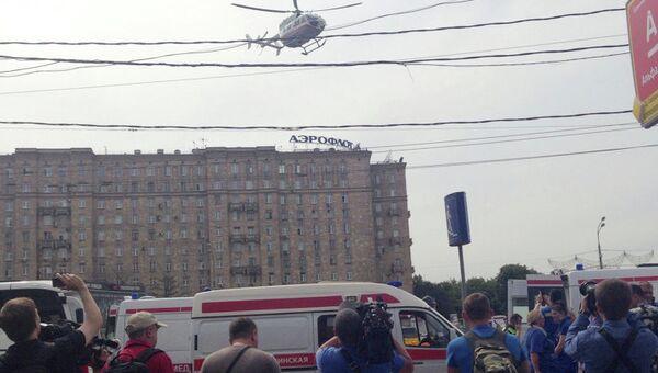 Спасательные работы у станции метро Парк Победы