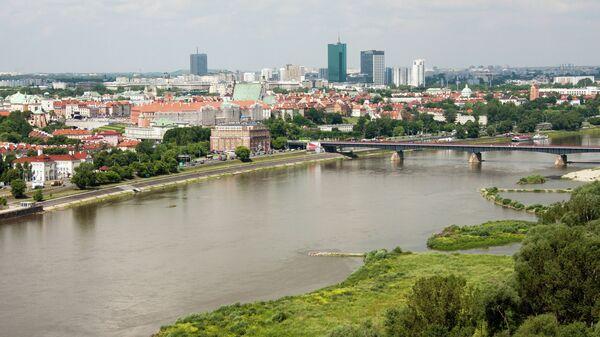 Вид на Гданьский мост через реку Висла в Варшаве