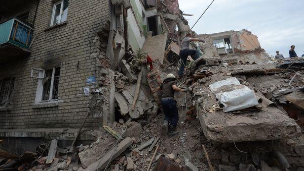 Дом, разрушенный в результате налета украинской авиации в городе Снежное Донецкой области