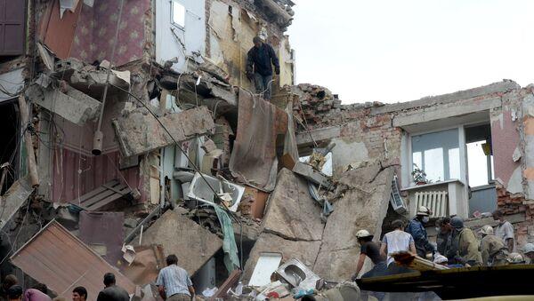 Дом, разрушенный в результате налета украинской авиации в городе Снежное Донецкой области. Архивное фото