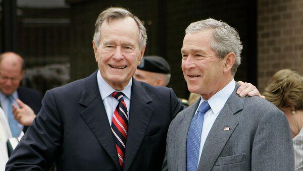 Джордж Герберт Уокер Буш и его сын, Джордж Уокер Буш. Архивное фото