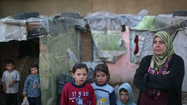 Сирийские беженцы в долине Бекаа в Ливане. архивное фото