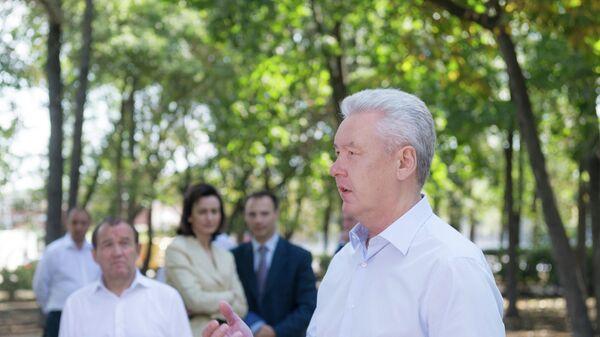 Мэр Москвы Сергей Собянин осмотрел ход выполнения работ по благоустройству пешеходного маршрута площадь Гагарина — площадь Европы