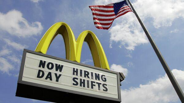 Президент McDonald's покинул собственный  пост из-за служебного романа
