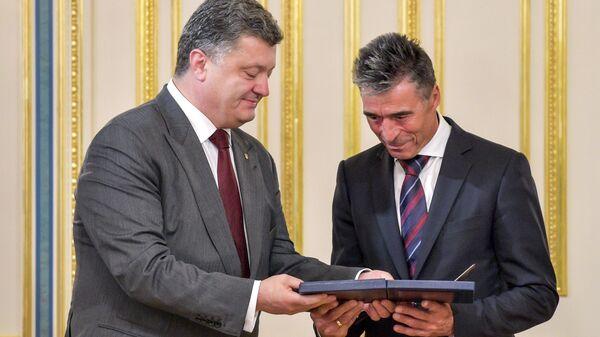 Петр Порошенко и экс-генеральный секретарь НАТО Расмуссен