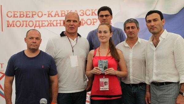 Александр Карелин (второй слева)