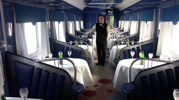 В вагоне-ресторане поезда