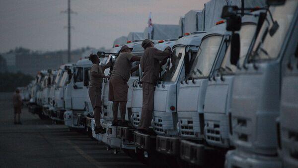 Водители грузовых машин перед отправкой гуманитарного конвоя на Украину из подмосковного Алабино. Архивное фото