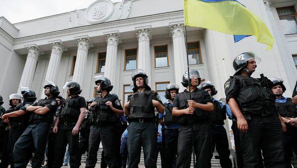 Сотрудники милиции во время митинга у Верховной Рады Украины. Архивное фото.
