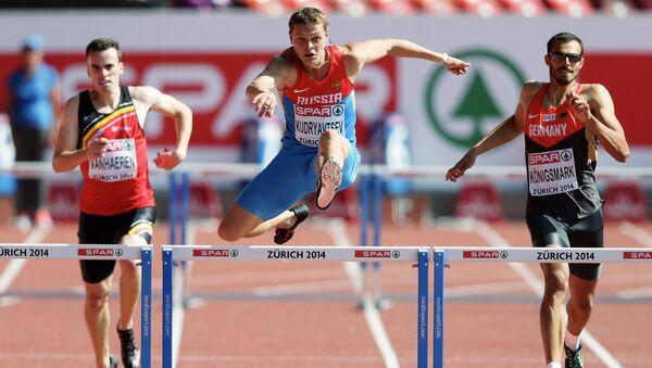 Россиянин Денис Кудрявцев (в центре) в предварительном забеге на 400 метров с барьерами среди мужчин на чемпионате Европы по легкой атлетике в Цюрихе