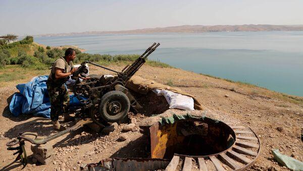 Член курдского вооруженного формирования возле города Мосул. Архивное фото