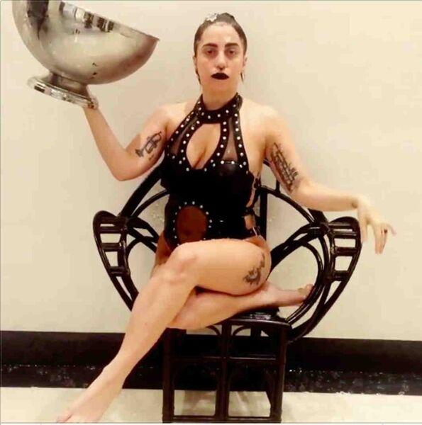 Американская певица Леди Гага принимает участие в флешмобе Ice Bucket Challenge