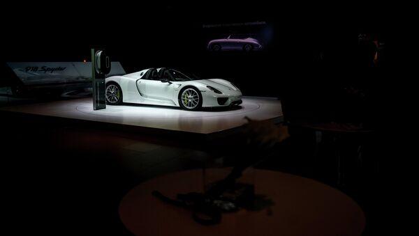 Автомобиль Porsche 918 Spyder на Московском международном автосалоне. Архивное фото