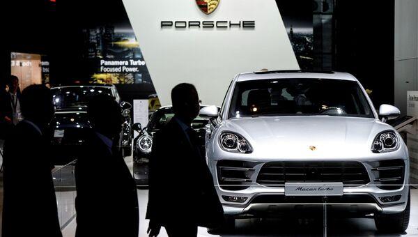 Автомобиль Porsche Macan turbo на Московском автосалоне 2014. Архивное фото
