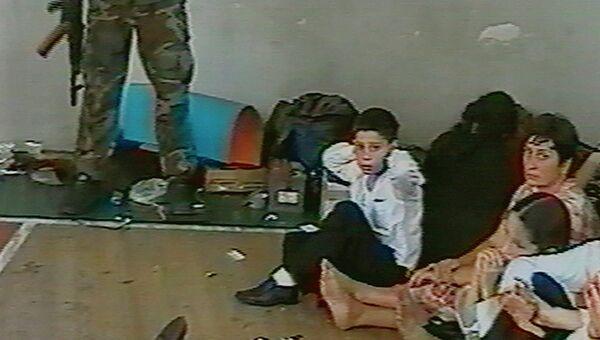 Заложники в школе в Беслане 1 сентября 2004 года