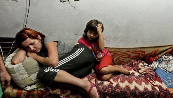 Жители Донецка скрываются от обстрела