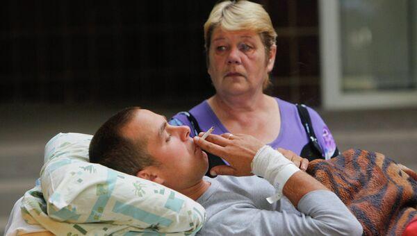 Раненый украинский солдат доставленый в военный госпиталь Киева