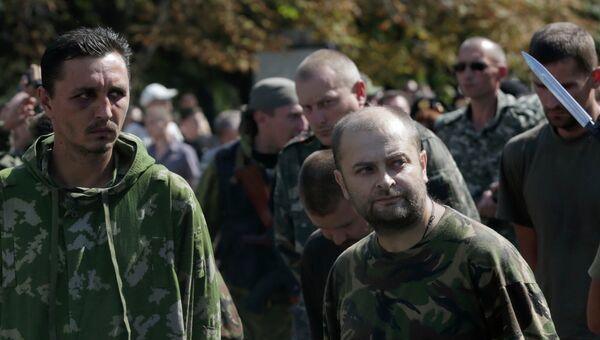Пленные украинские военнослужащие в Донецке
