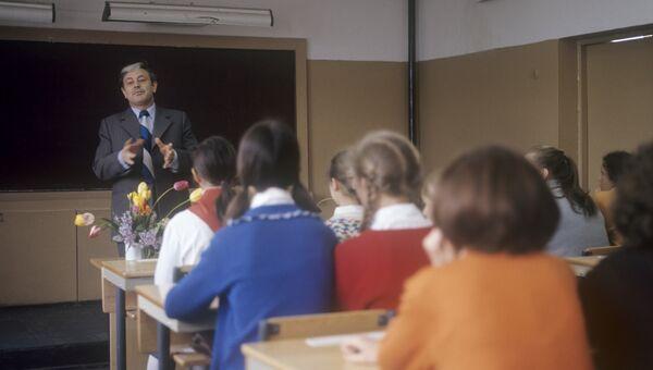 Донатас Банионис на встрече с школьниками