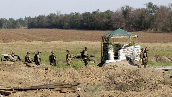 Украинские военные на позициях у Мариуполя