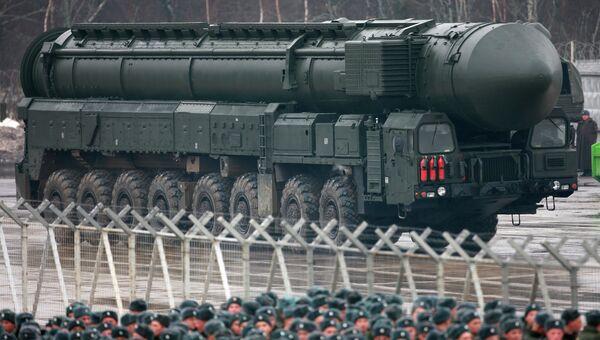 Установки ракетного комплекса Тополь-M во время подготовки к Параду Победы . Архивное фото
