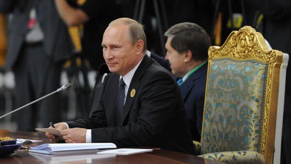 В.Путин принимает участие в саммите ШОС в Душанбе.