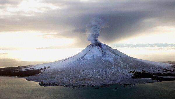Извержение вулкана на Аляске. Архивное фото