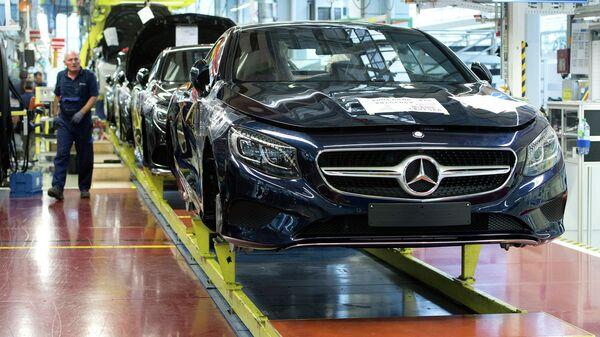Завод Mercedes-Benz. Архивное фото