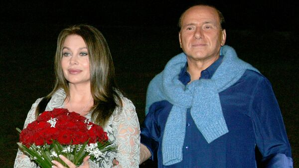 Сильвио Берлускони с супругой Вероникой Ларио