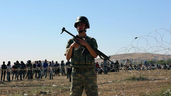 Турецкий солдат на турецко-сирийской границе, архивное фото